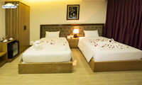 Khách sạn Happy Light Hotel