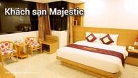 Khách sạn Majestic