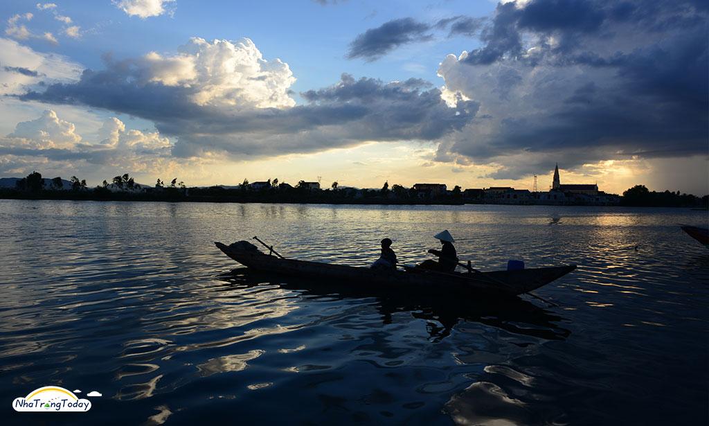 khu dã ngoại bờ sông cái Nha Trang