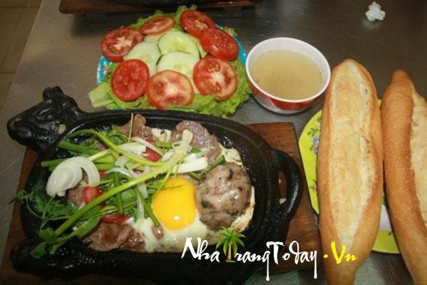Bò né ốp la Nha Trang