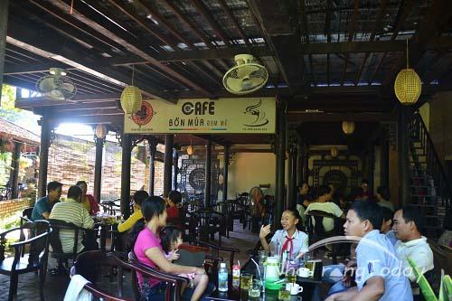 Cafe Bốn Mùa Đam Mê