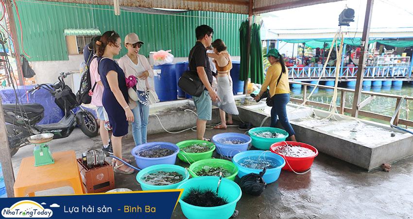 Lựa hải sản trên Đảo Bình Ba