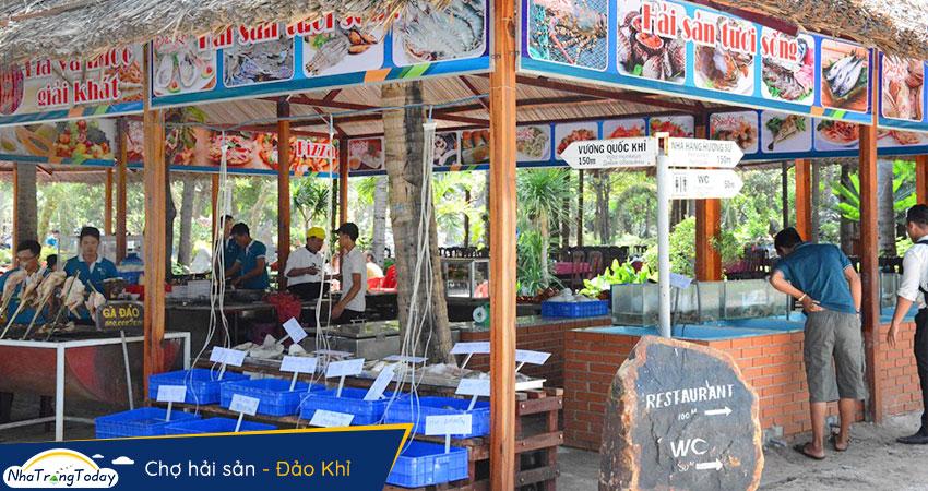 Chợ hải sản tại đảo khỉ