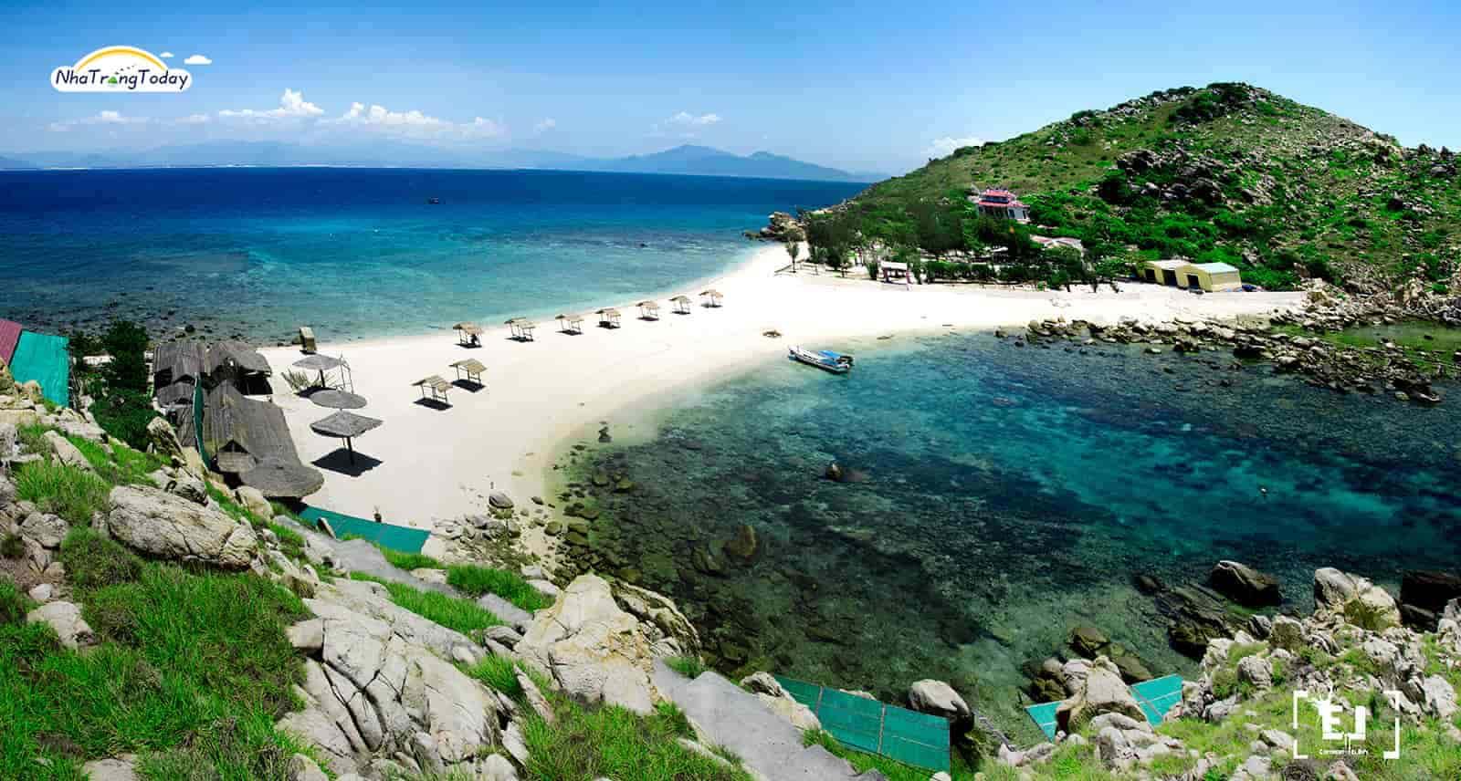 Bãi tắm đôi đảo yến Nha Trang