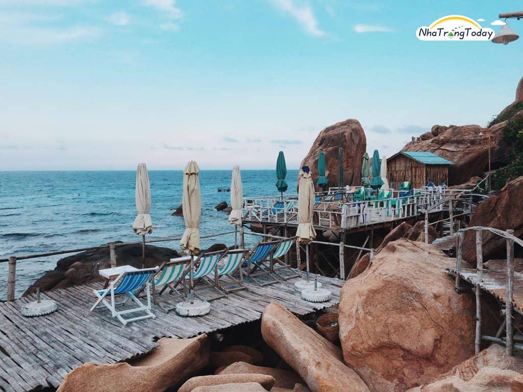 khu nhà gỗ view biển ở bãi nồm bình ba