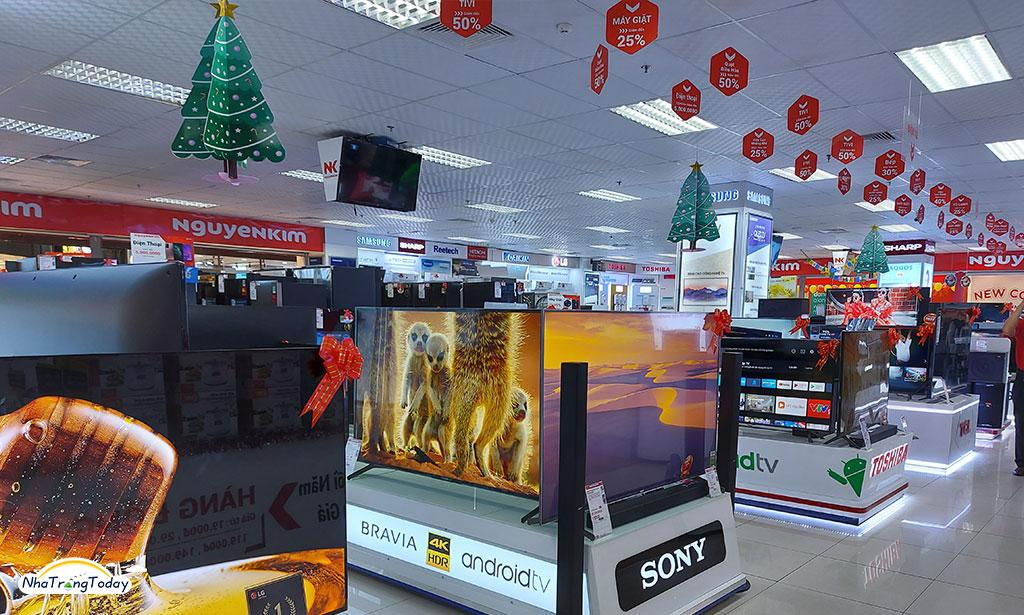 Khai trương tại siêu thị điện máy Nguyễn Kim
