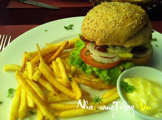 Nhà hàng Le Petit Bistro (nhà hàng Pháp)