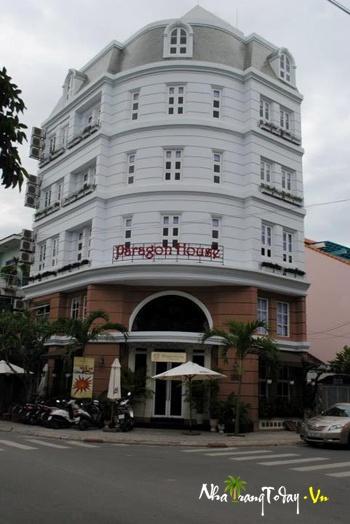 Nhà hàng Paragon House