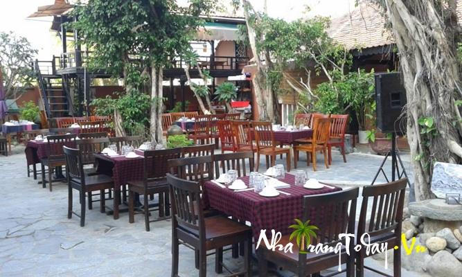 Nhà hàng Xưa và Nay