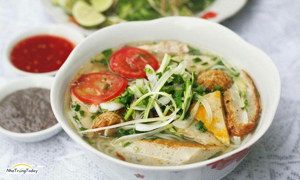 Quán bánh canh bún cá Hùng Quý