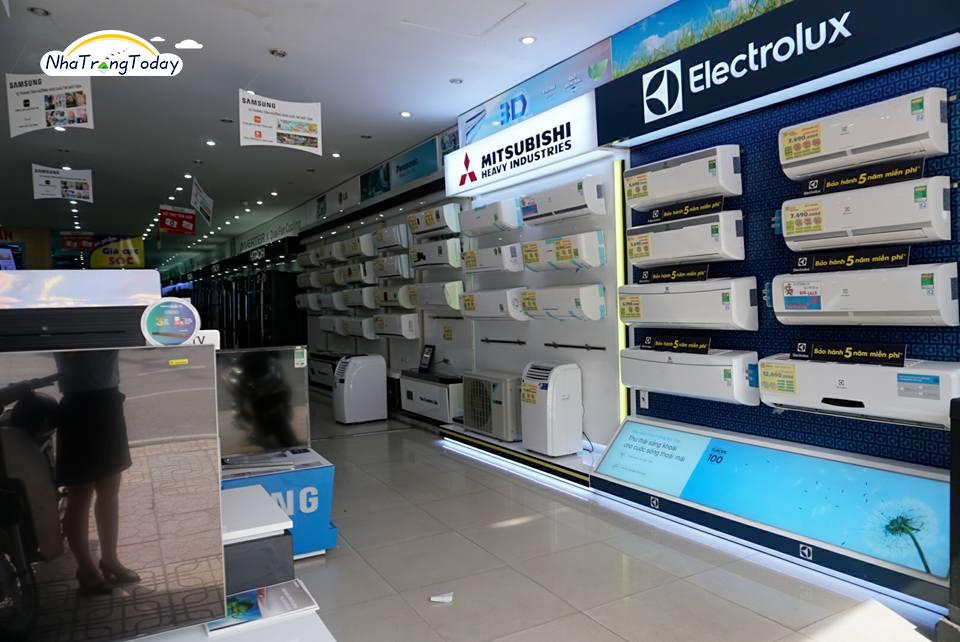 Các sản phẩm trình bày siêu thị điện máy lê văn thuận tiện cho khách hàng chọn lựa