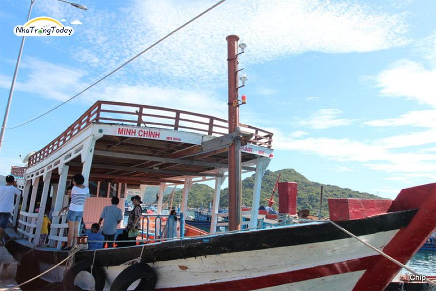 thuê tàu cano bình ba