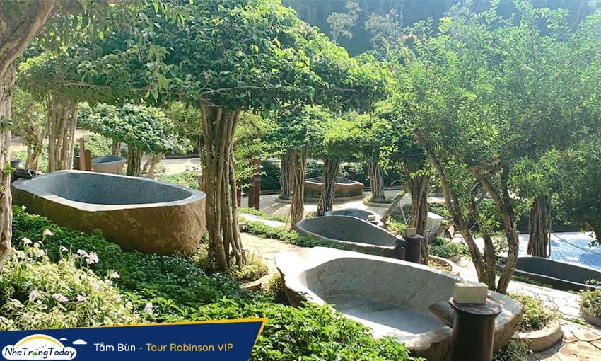 Tắm bùn Hòn Tằm Nha Trang