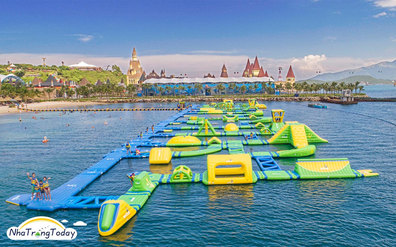 Công viên phao nổi Splash bay Vinpearl Nha Trang
